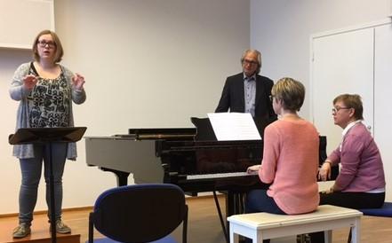 Tõnu Kaljuste underviser en av sine dirigentstudenter