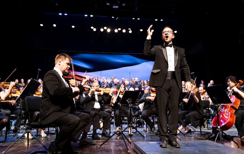 Al Kamandjati med kor og orkester