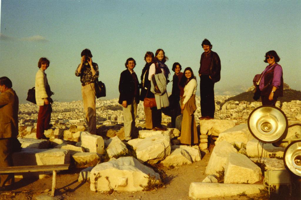 Kormedlemmer blant ruinene på Akropolis i Athen